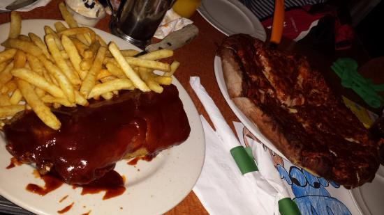Blue Moose Tavern & Restaurant: ribs and personal pizza