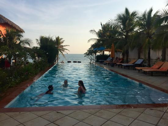 Grace Boutique Resort: Great pool, long enough for laps, infinity edge