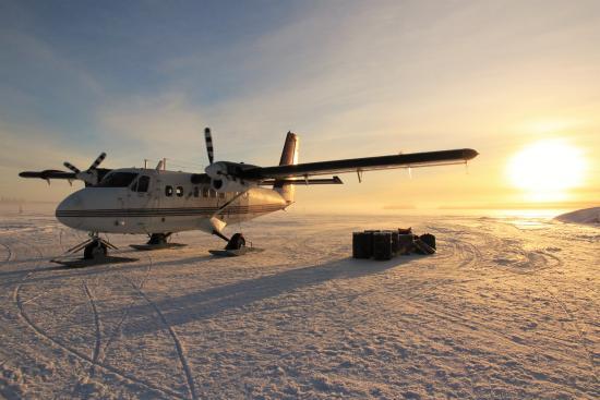 Blachford Lake Lodge: Scenic Twin Otter flight to the lodge