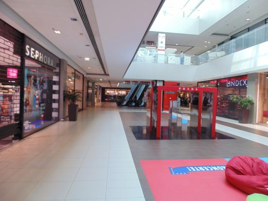 Usce Shopping Center Novi Beograd Na Slici Je Trzni Centar Usce