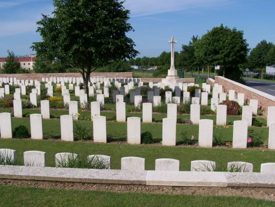 ‪Bapaume Post Military Cemetery‬