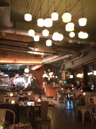 Sala con cucina a vista - Picture of Laube Liebe Hoffnung, Frankfurt ...