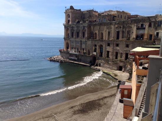 vista dal terrazzo - Foto di Pausilya Therme di Donn\'Anna a ...