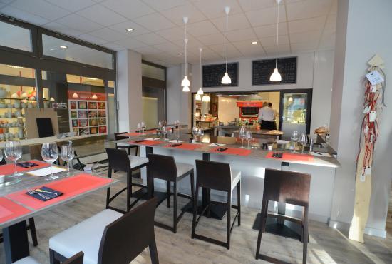 Ambiance chaleureuse et conviviale photo de la table des for Ambiance cuisine geneve