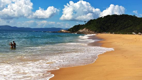 Pousada Harmonia : praia quase deserta mar calmo