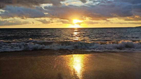 Pousada Harmonia : nascer do sol incrivel na praia de estaleirinho - sc