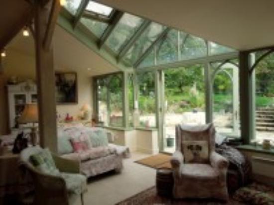 Peyrat-le-Chateau, Francja: Conservatory and sitting room.  Access to the garden