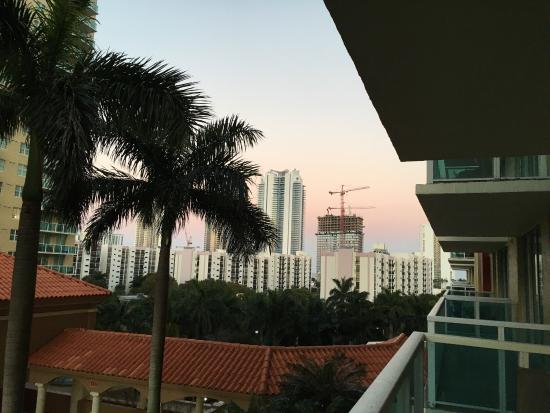 Miami Beach Intracoastal Apartments by Globe Quarters: Linda vista