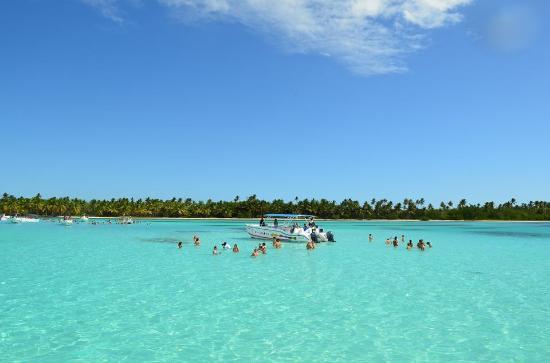 En la piscina natural en medio del mar frente a isla for La isla rascafria piscina natural
