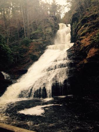 Dingmans Ferry, PA: Beautiful November walk to the falls