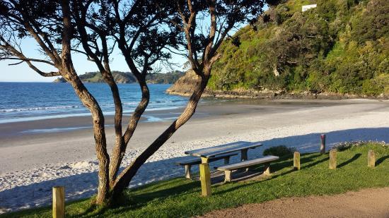 Isla Waiheke, Nueva Zelanda: Onetangi Beach east end