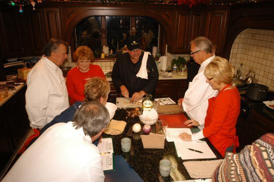 Annville, Pensylwania: Acclaimed Chef Robert Valenti teaches a class