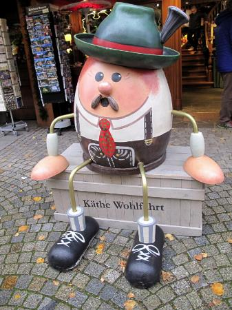 Theater Cafe: Street scenes of Oberammergau