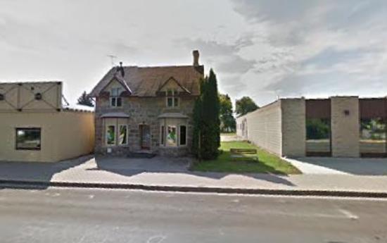 Morden, Canada: Harmony Tree Studio Building