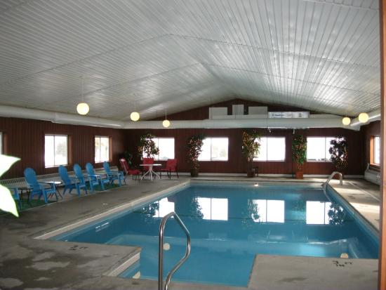 Cedar Hill Lodge: Swimming Pool Overview