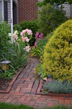 Annville, Pensylwania: garden walkway