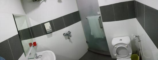 Tai Hoe : Compact Bathroom