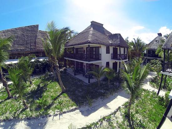 Hotel Cabañas Los Lirios: exterior