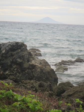 Tanjung Lesung Bay Villas Hotel & Resort: Tanjung Lesung Beach (Not For Swimming)