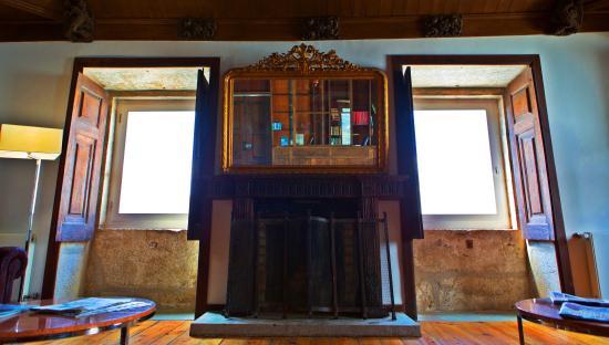 Mesao Frio, Portugália: Biblioteca