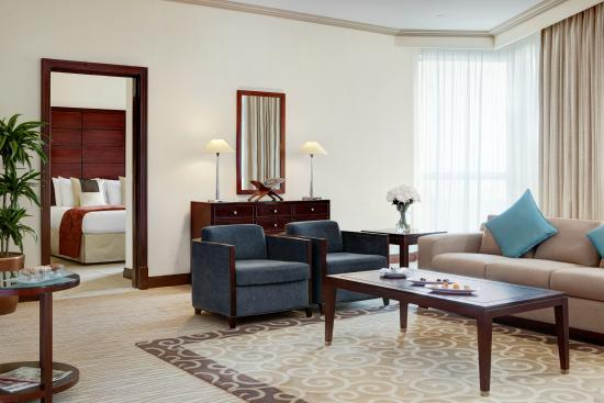 Movenpick Hotel & Residences Hajar Tower Makkah: Diplomatic suite living room