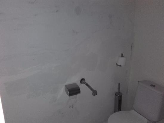 Residence Marifa : peintures e la SdB particulièrement dégradées