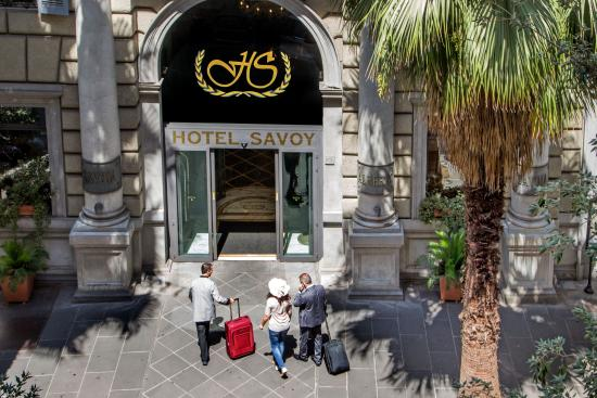 Hotel Savoy: Entrance
