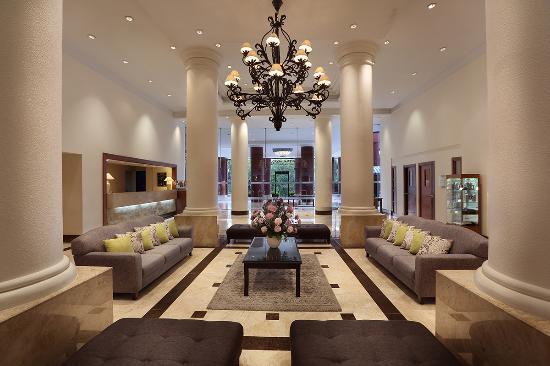 Aryaduta Lippo Village: Lobby