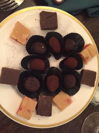 Corse Lawn, UK: Petit Fours