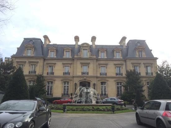 Picture of saint james paris relais et for Chateau hotel paris