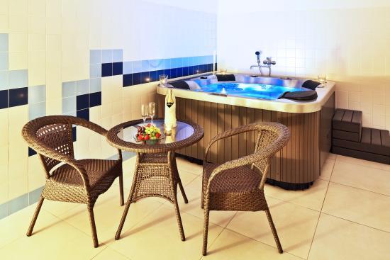 Hotel Flora: Whirpool