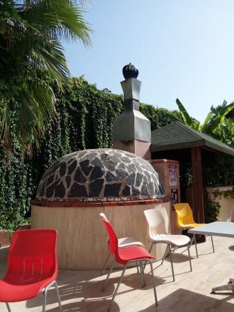Sirius Hotel : Печь для выпекания пиццы, лепёшек.