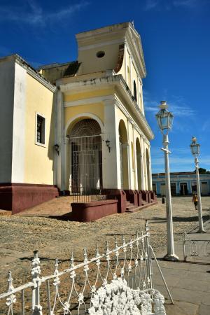 Iglesia Parroquial Mayor del Espiritu Santo : trinidad cuba by swift314