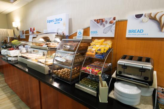 Holiday Inn Express Walterboro: Complimentary Hot Buffet Breakfast