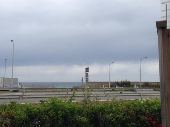 Kahoku, Jepang: 向こう岸には海