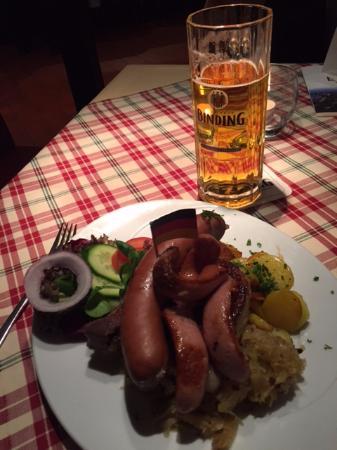Frankfurter Plate Picture Of Romer Pils Brunnen Frankfurt