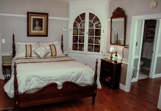 Hertzog Homestead Bed & Breakfast : The Historic Metzler Suite