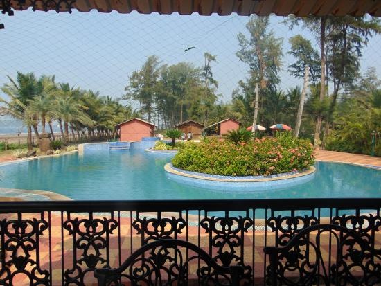 Ratnasagar Beach Resort : View of a pool from restaurant