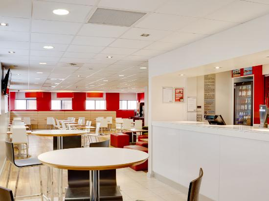 Travelodge Cardiff Central Queen Street: Bar Cafe