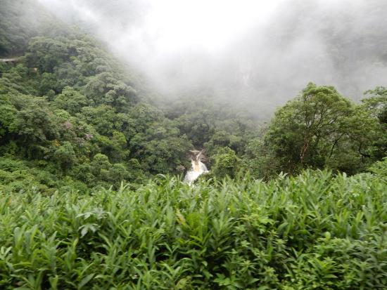 Veu de Noiva Waterfall: desde mas lejo
