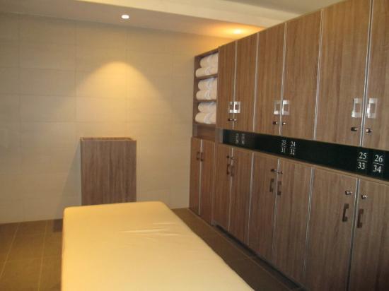 changing rooms picture of avalon golf estate bois cheri tripadvisor rh tripadvisor com