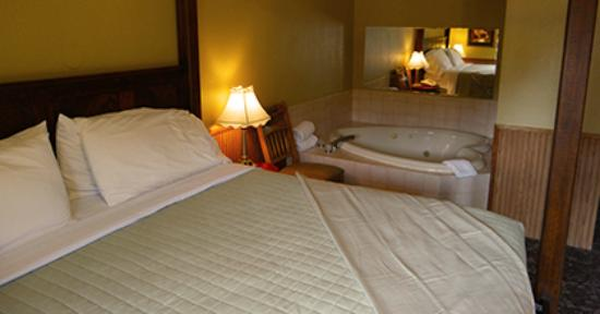 Sylvan Valley Lodge: Premium King Room 15
