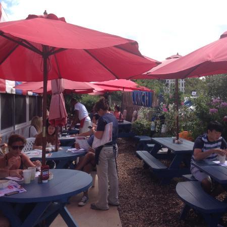 Lobster Roll Restaurant Terraza Exterior