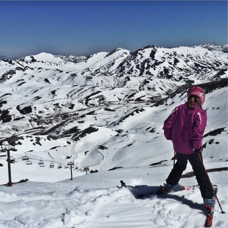 Escuela Espanola de Esqui y Snowboard Fuentes de Invierno