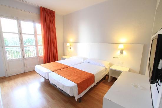 Hotel Garbi: Habitación