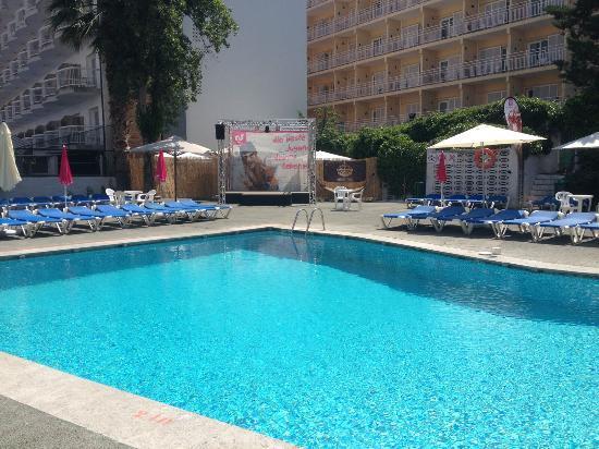 Hotel Garbi: swimming pool