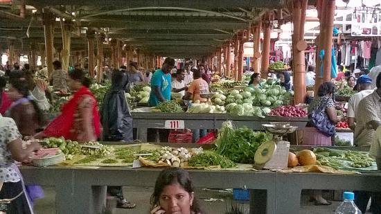 Belle Mare: Il mercato di Falq