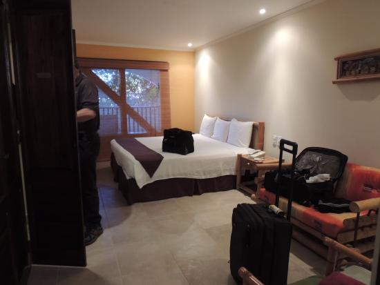Tranquility Bay Antigua : Shades are do not block morning sun. Plenty of room with adjoining bath and good storage