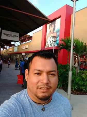 Mercedes, TX: Muy buenas ofertas, excelentes artículos, inglés y español, buen trato