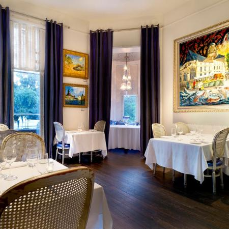 700 Drayton Restaurant : Restaurant offers muttiple private dining rooms that offer seating for up to 20 guests.